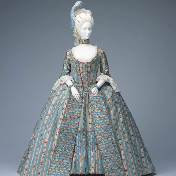 Dress (robe à la française)