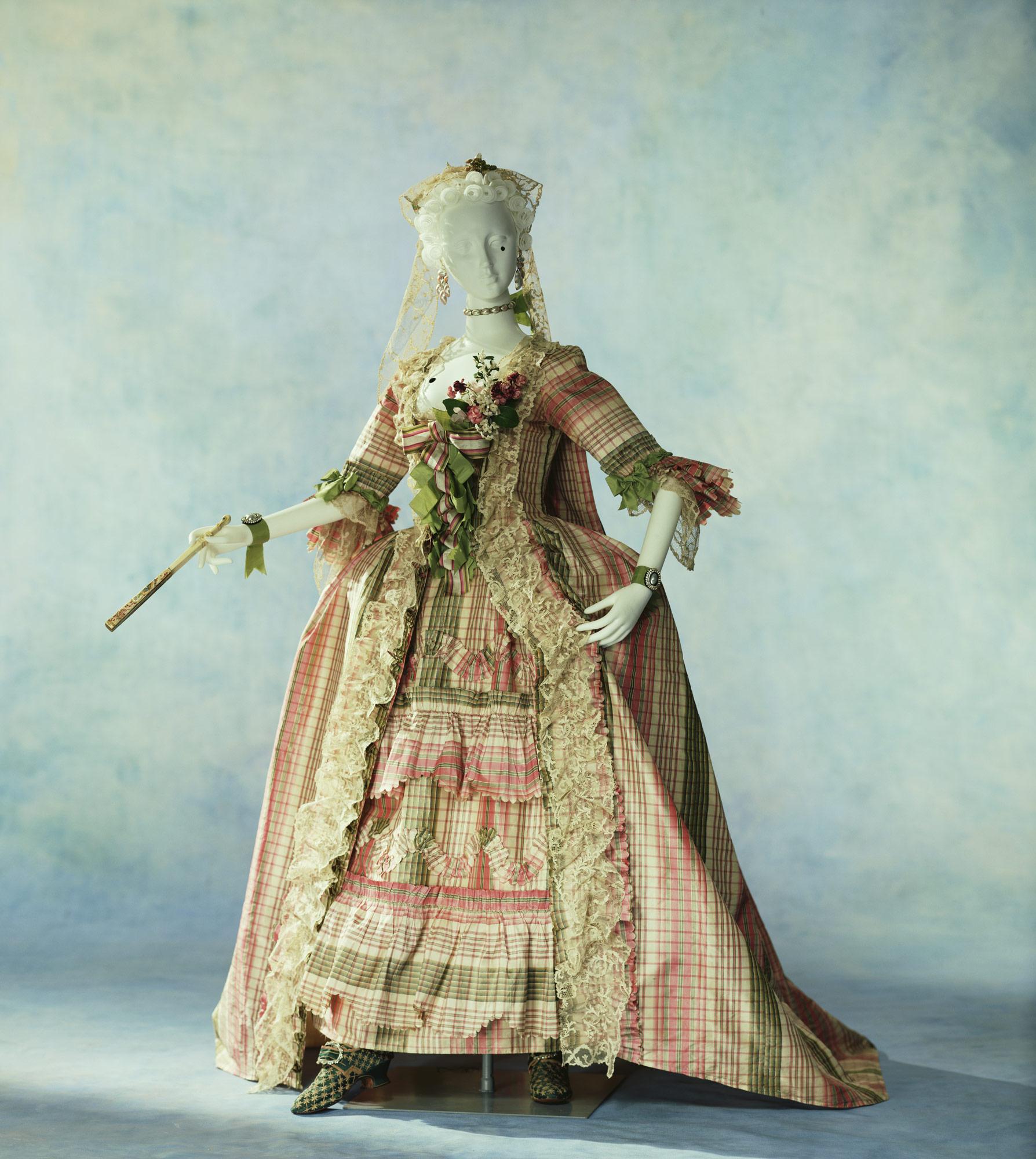 ドレス(ローブ・ア・ラ・フランセーズ)