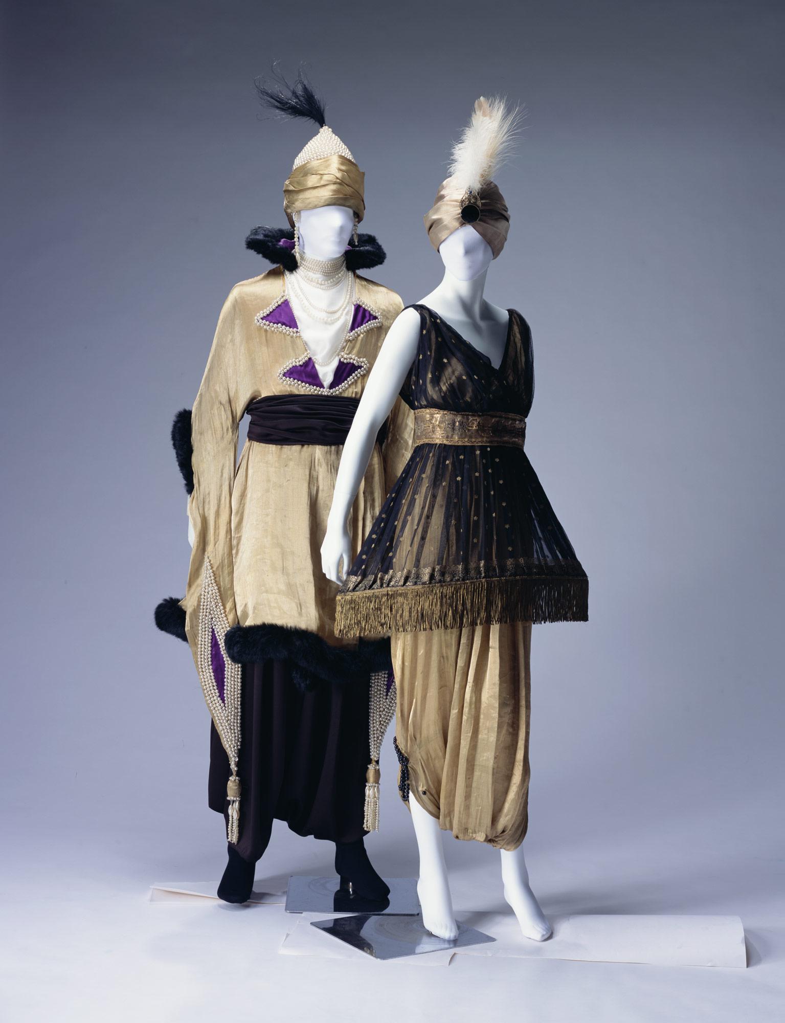 仮装衣装[左] 仮装衣装[右]
