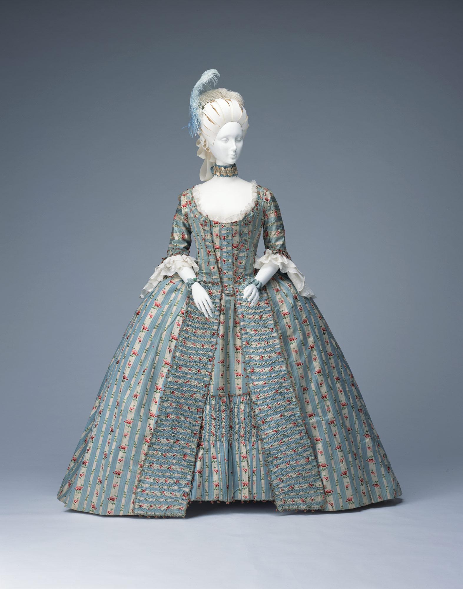 Dress (robe à la française)