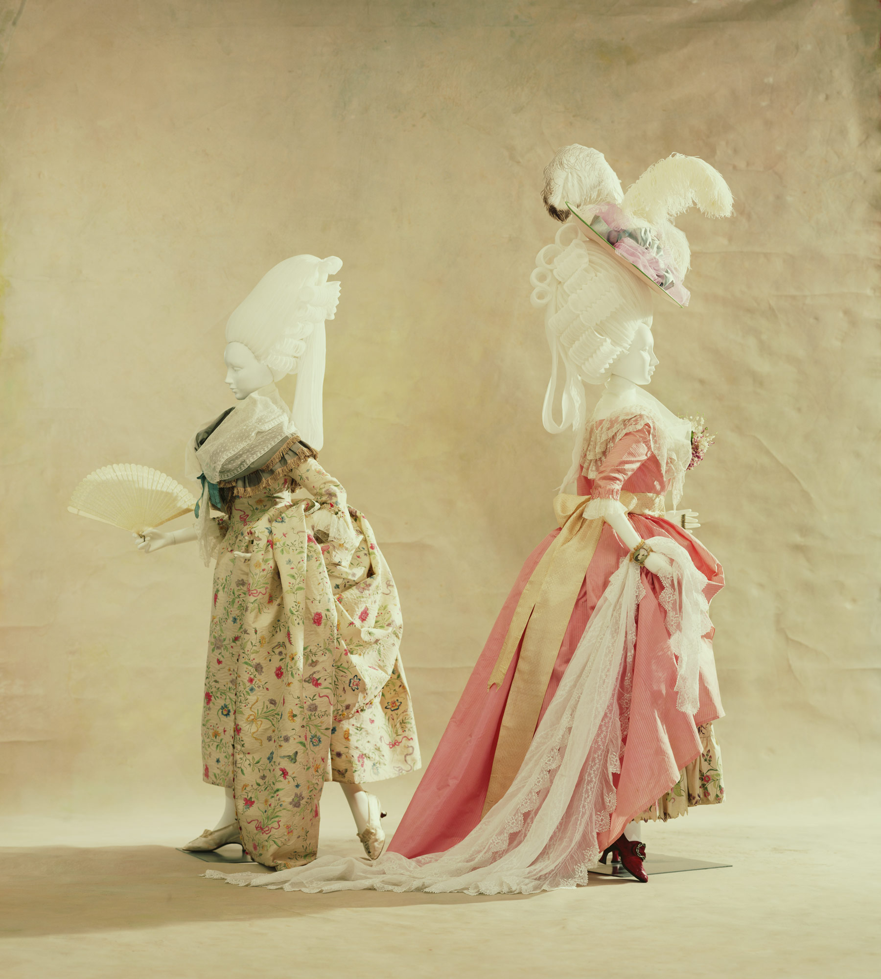 Dress (robe à l'anglaise) [Left] Dress (robe à l'anglaise)[Right]