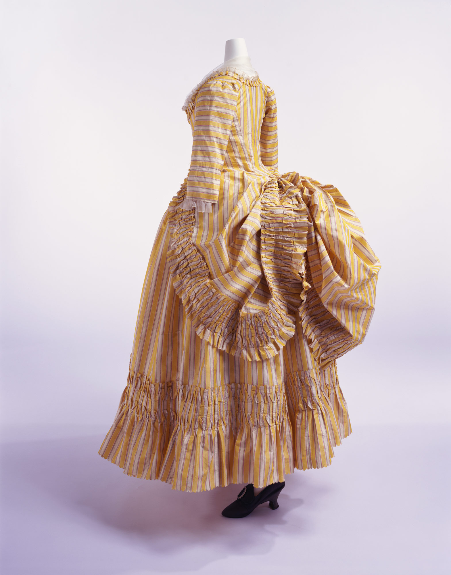 ドレス(ローブ・ア・ラ・ポロネーズ)